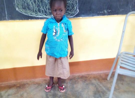 Aiuta Josiane ad andare a scuola